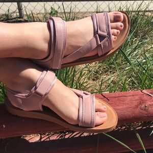Shoes - New blush sandals